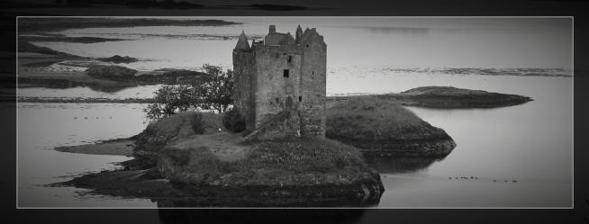 castleonisland_border